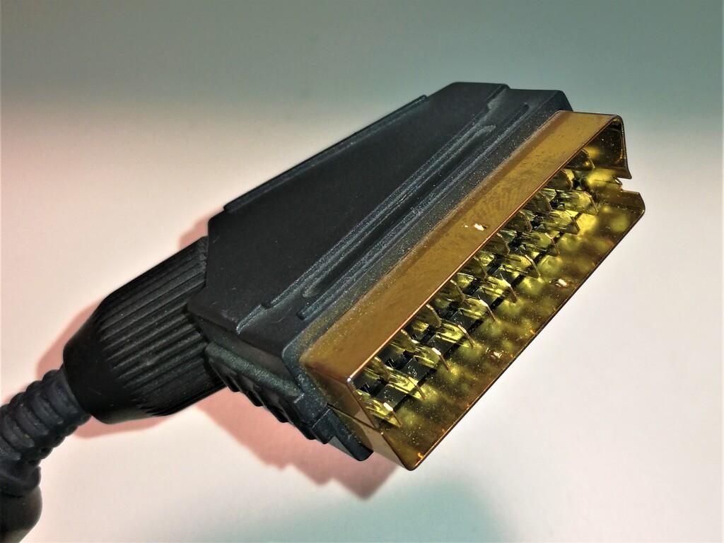 RGB21ピンコネクタ